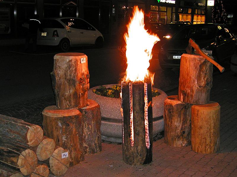Forst Massa präsentiert sich 2002 zum ersten Mal am Adventsmarkt in Naters.